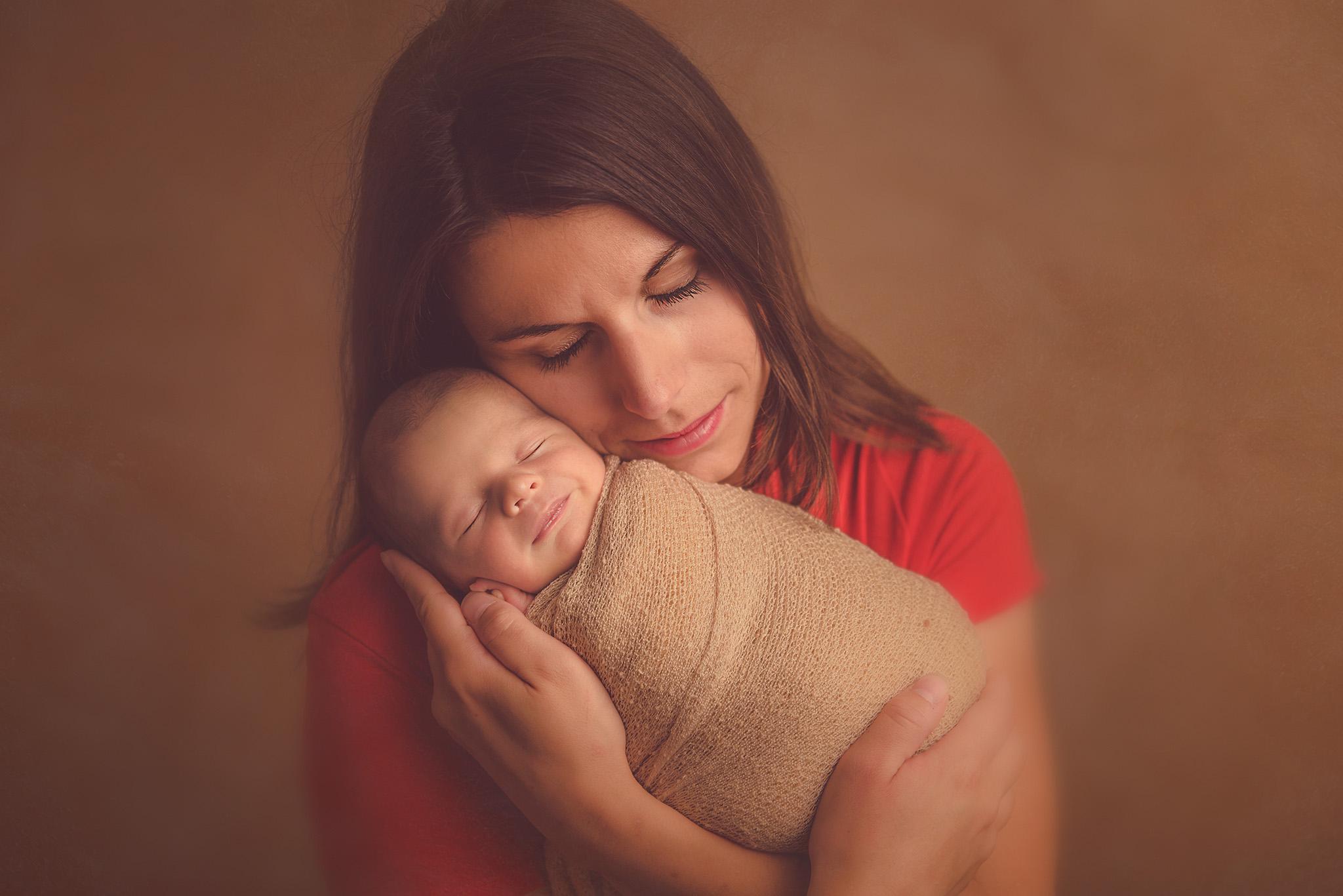 shooting photo bébé et maman en studio photo dans le nord de la france