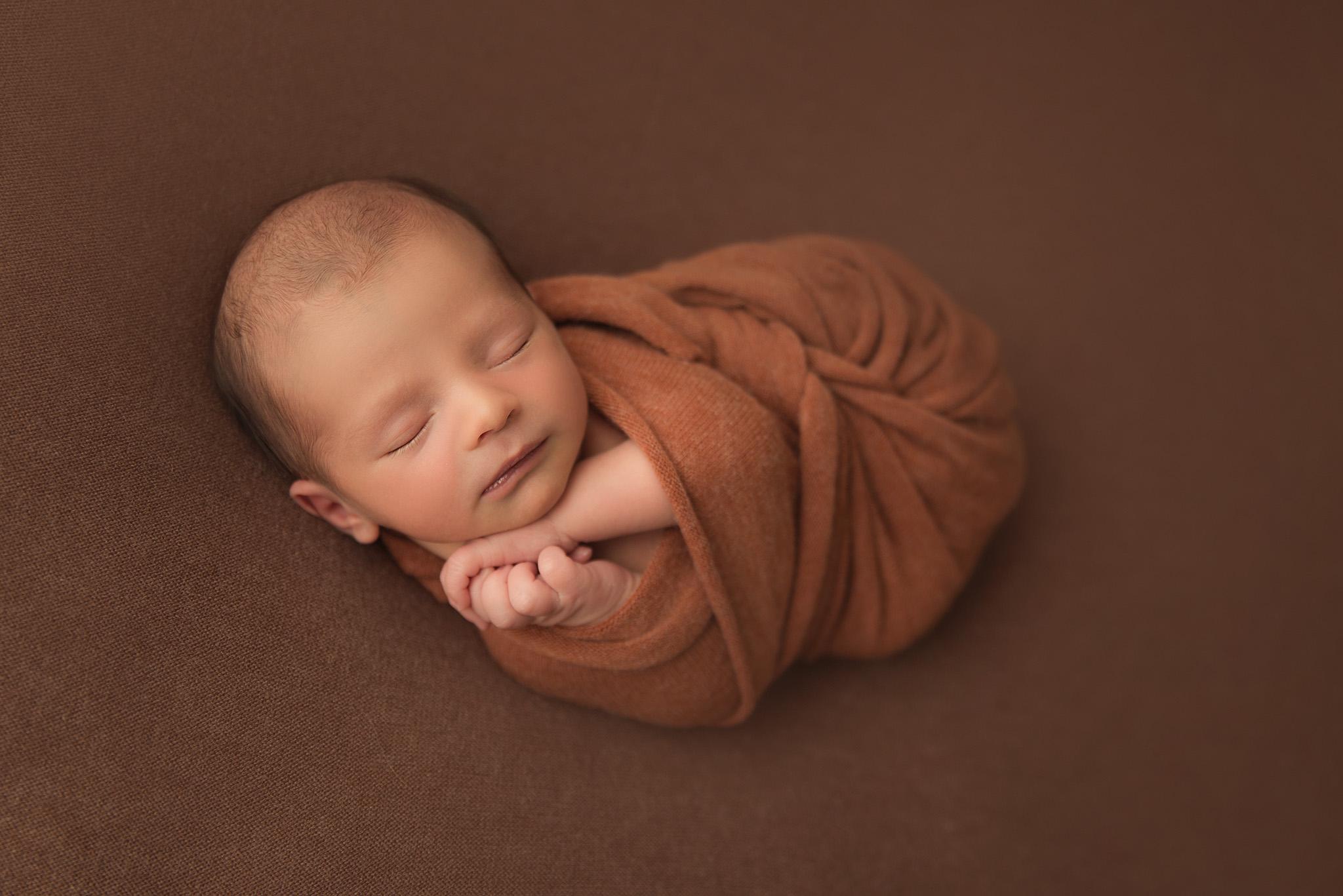 adorable bébé qui dort shooting naissance sur tourcoing