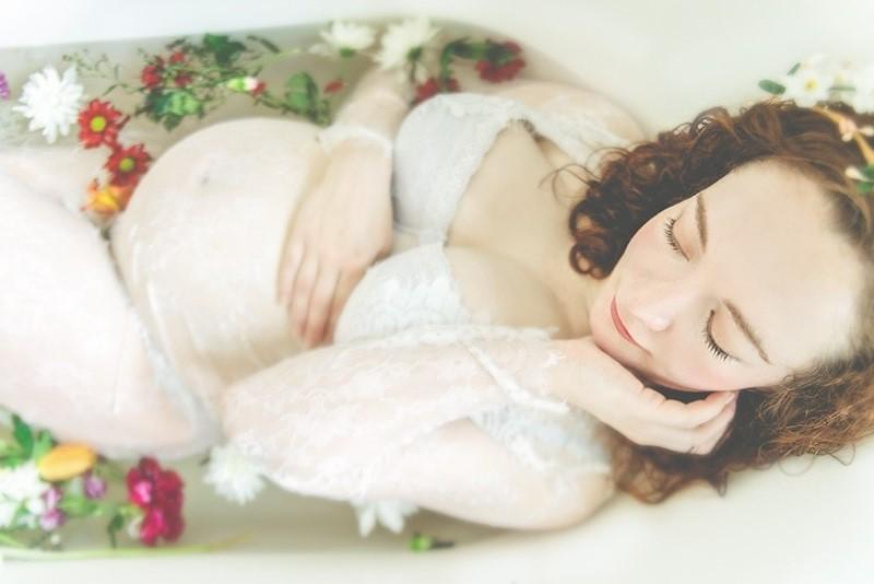 belle-seance-photo-photos-de-grossesse-maternité-eau-fleurs-originale-photographe-nord-lille-tourcoing-59-62