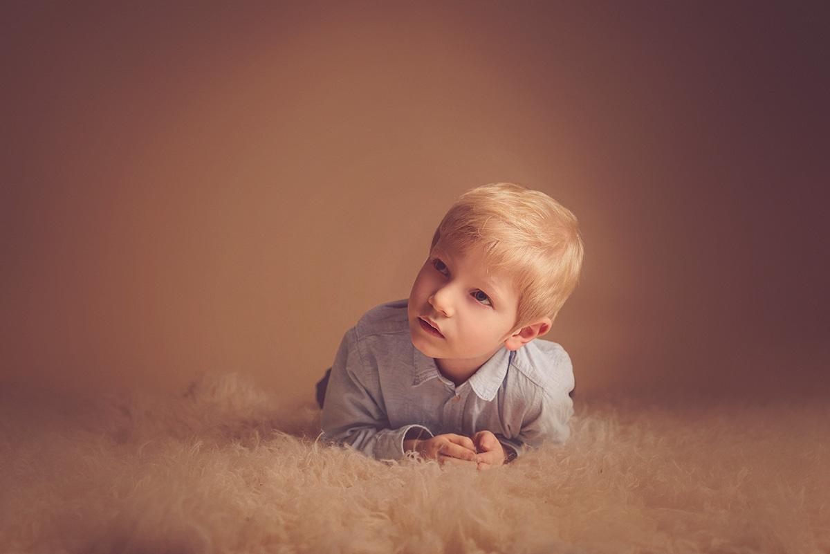 séance-enfants-petit-garçon-famille-studio-photographe-59-tourcoing