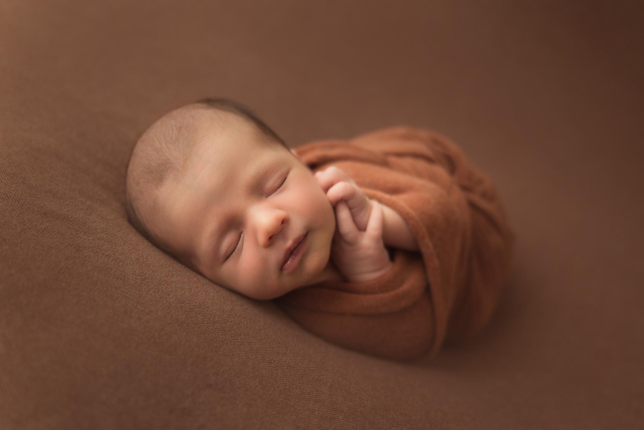 portrait bébé en séance photo naissance sur Tourcoing
