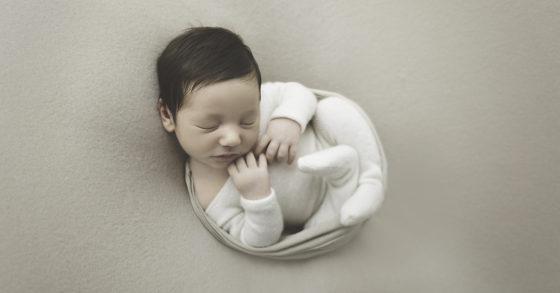 séance photo de naissance en studio sur Tourcoing Roubaix