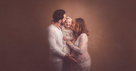 séance photo de grossesse en famille - studio photo - Tourcoing