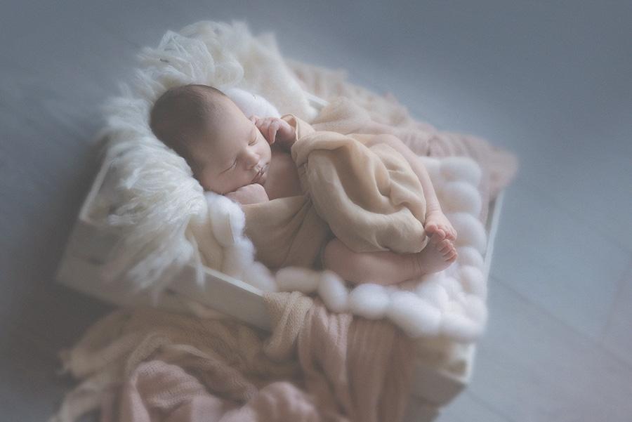 seance photo de naissance en studio photographe bébé famille nouveau né sur tourcoing nord lille - one moment photographie -3