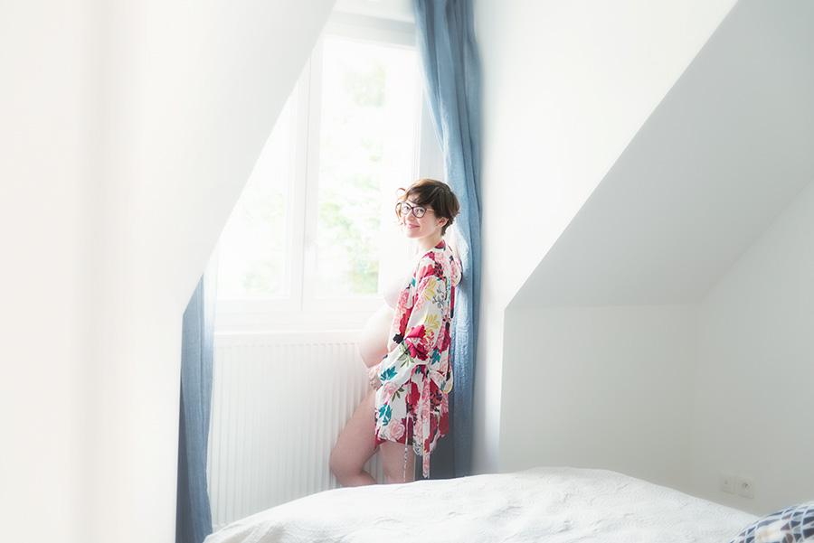 séance-photo-grossesse-à-domicile-photographe-nord-wambrechies-tourcoing-maternité-femme-enceinte-59
