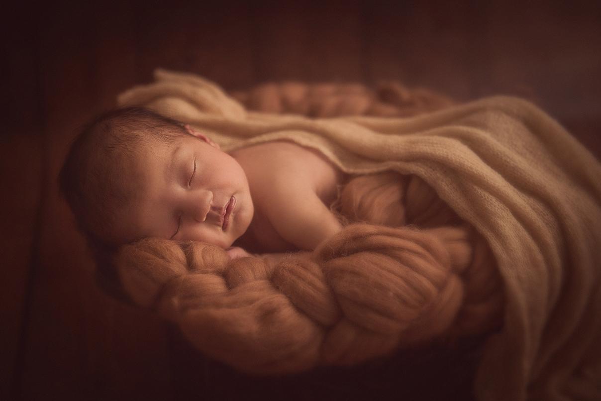 seance photo naissance bébé fille photographe maternité enfant famille lille tourcoing nord one moment photographie shooting newborn