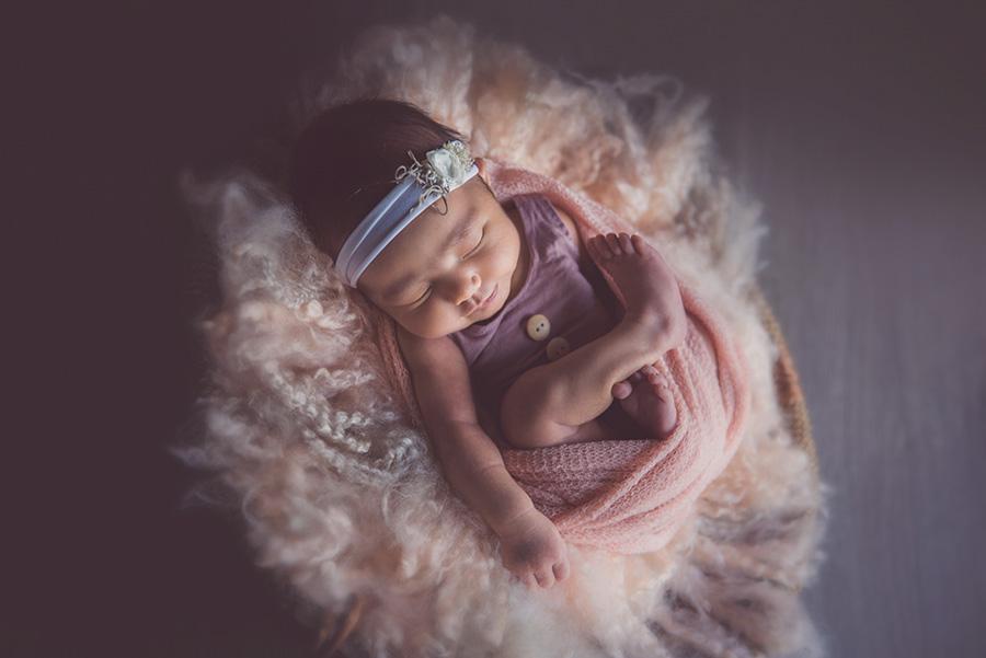 seance photo de naissance bébé nouveau né a lille tourcoing roubaix photographe studio pro 59 (2)