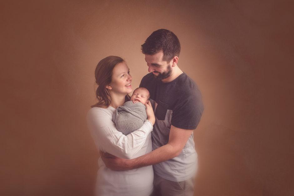 portrait parents avec bébé shooting naissance tourcoing