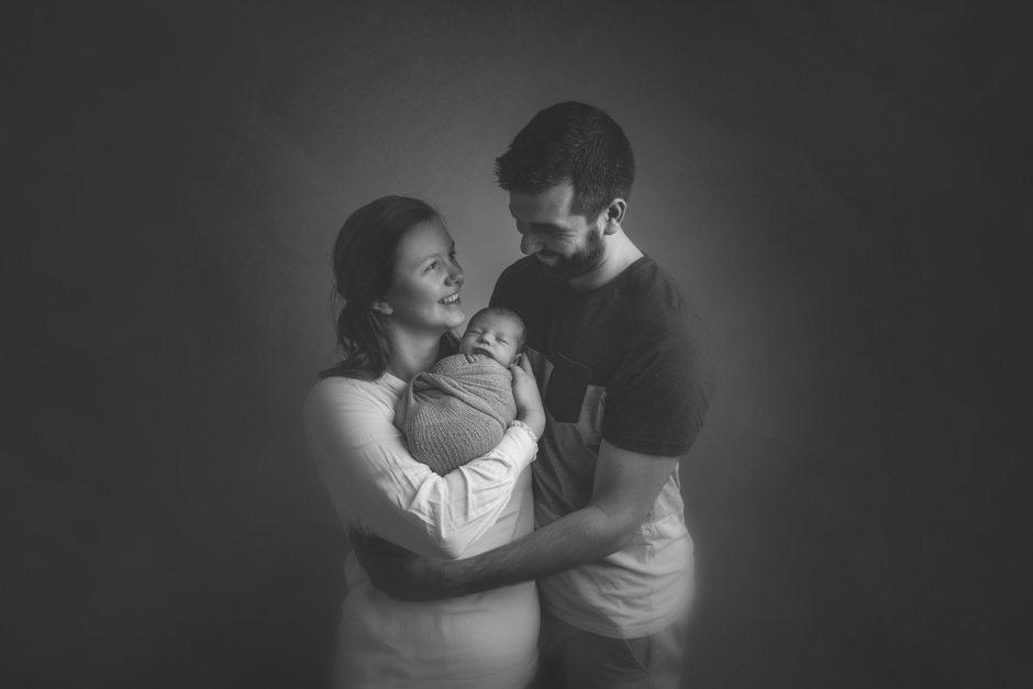 portait noir et blanc parents et bébé sur lille