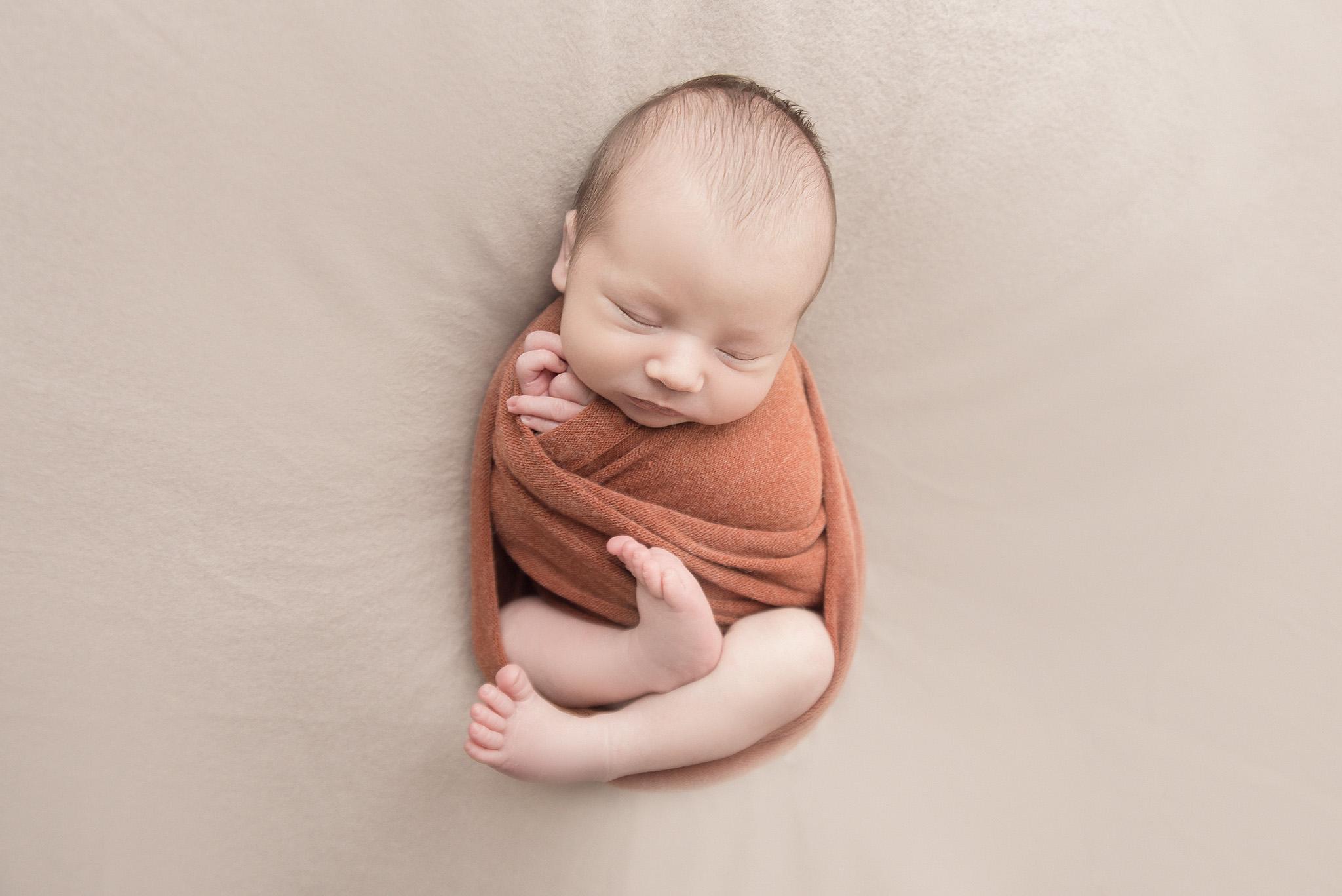 jolie séance photo de bébé couleur naturelle